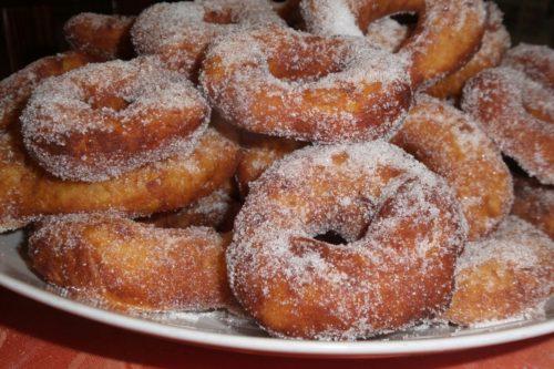 ciambelle fritte con zucchero