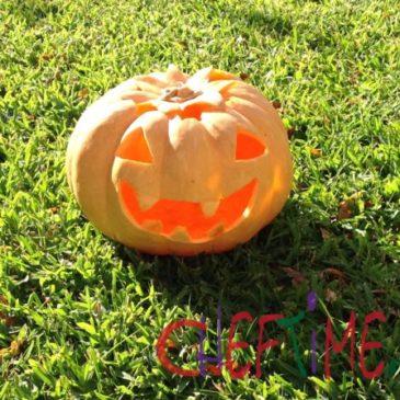 La zucca di halloween intagliata